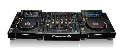 CDJ2000NXS2 y DJM900NXS2 de Pioneer DJ son compatibles con Traktor