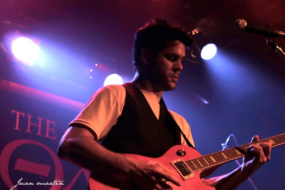 Solo Guitarist Singer