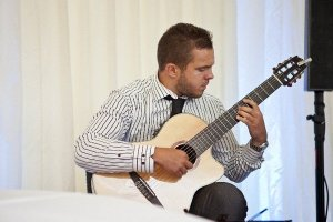 Contemporary & Classical Guitarist For Hire