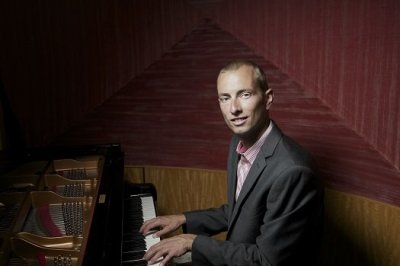 Henry - Solo Pianist For Functions, Weddings And Events