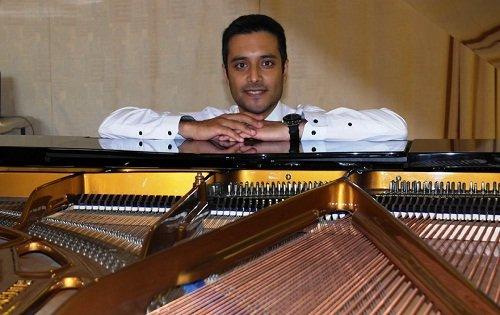 Trish - Bollywood Pianist
