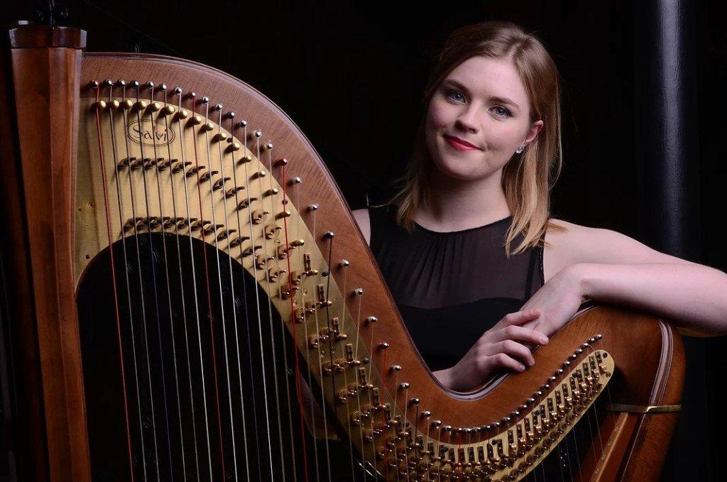 Beautiful English Harpist
