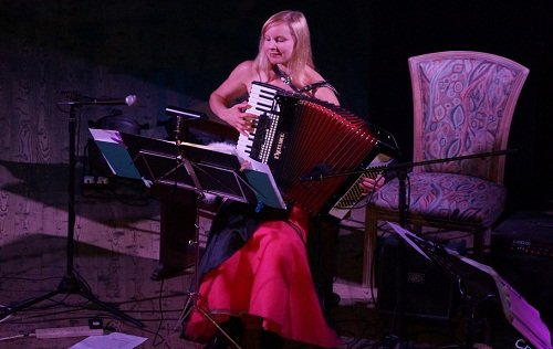 Janet - Solo Female Accordionist