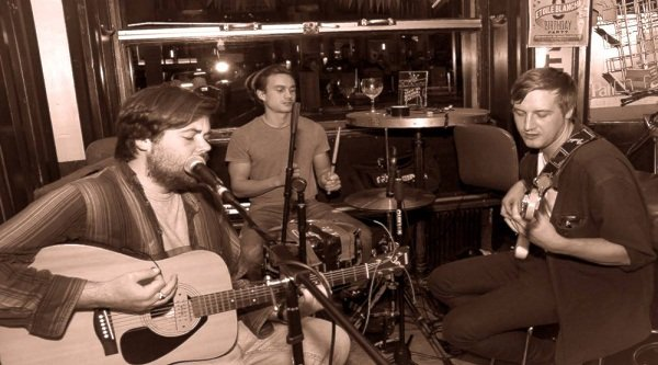 Hire a 3 Piece Acoustic Band In London