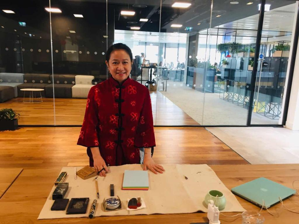 Professional Chinese Female Calligrapher in London