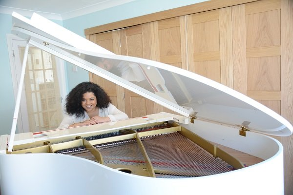 Hire A Solo Soul Vocalist - Pianist in London - Music for London