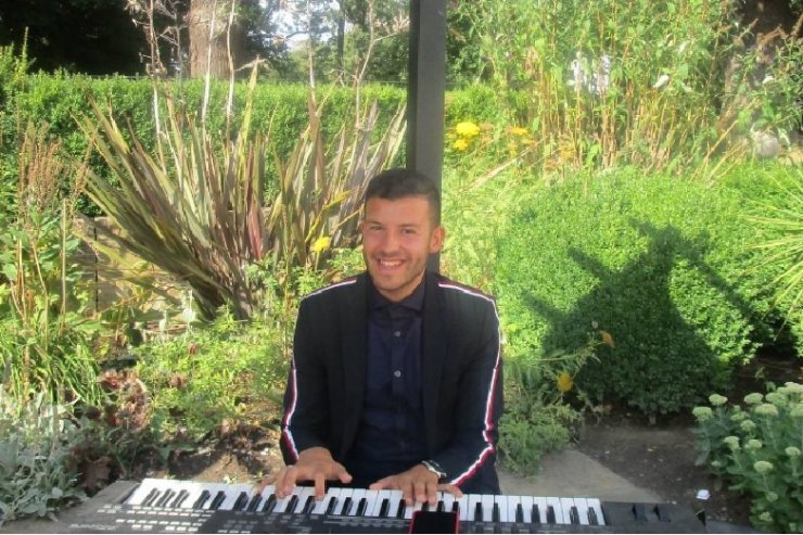 Book A Solo Pianist in London - Music for London