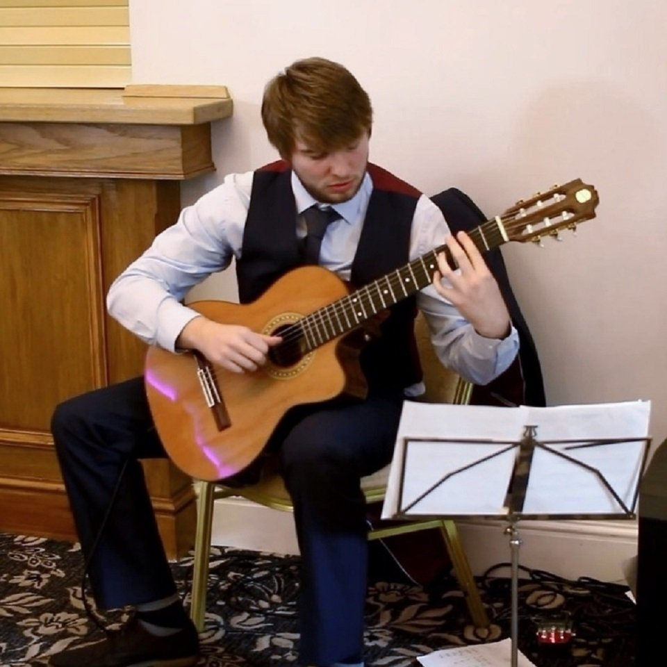 Book A Classical and Finger-style Guitarist in London - Music for London