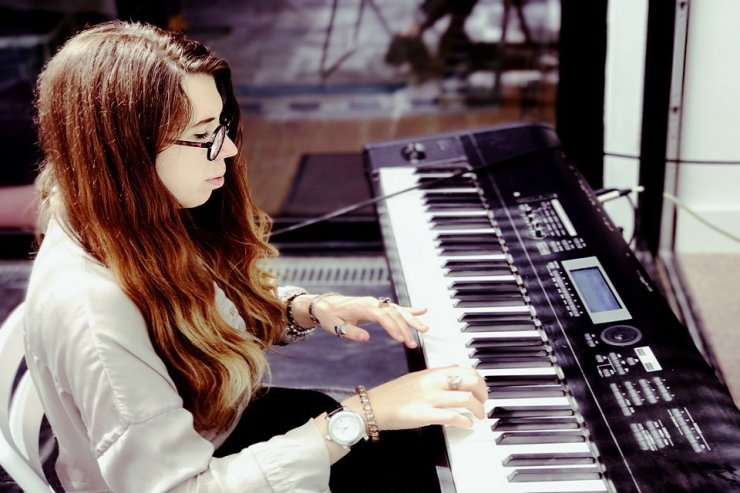 Book A Solo Female Pianist Vocalist in London - Music for London
