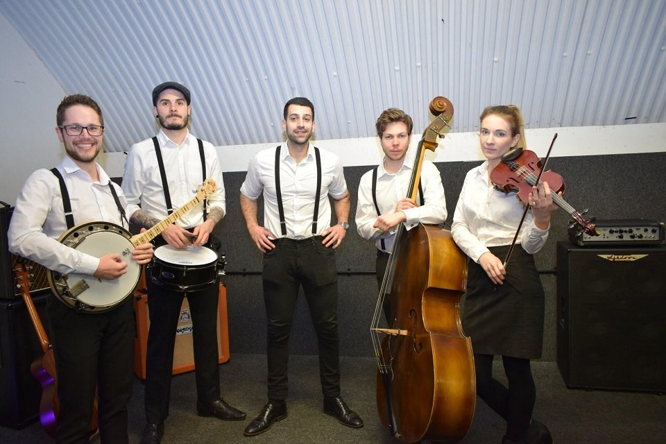 5 Piece Roaming Band london for Hire - Music for London