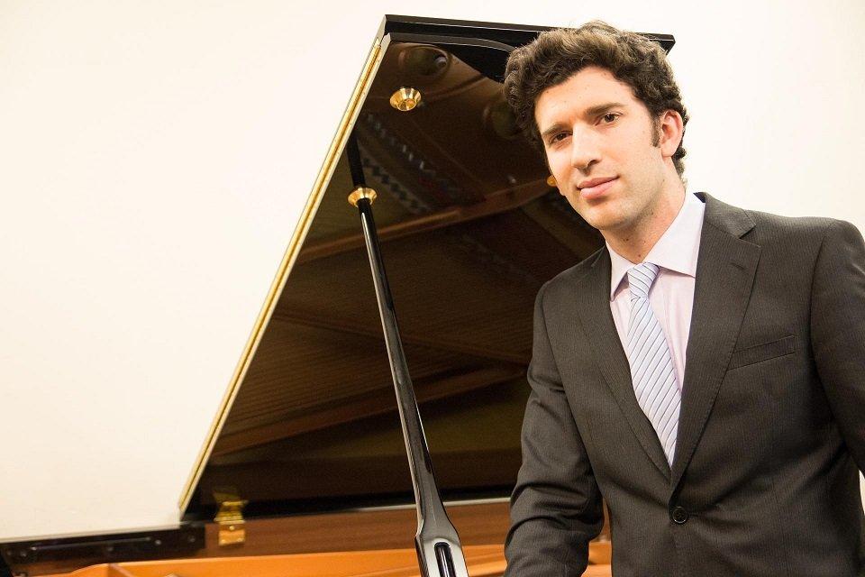 Hire a Pianist Singer