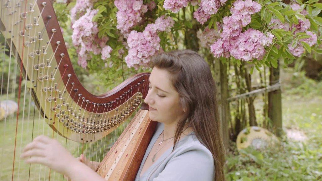 harpist-garden-wedding