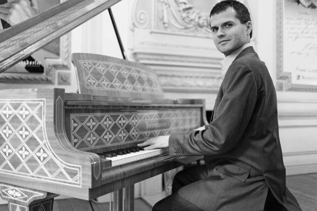Pianist playing Jazz Standards