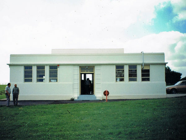Auckland Radio's Oliver Rd transmitter building shortly before it was demolished. The towers have been removed.