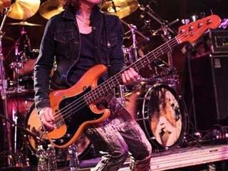 Rob De Luca bass