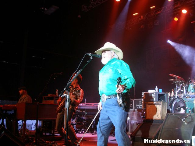 charlie daniels band halifax forum fiddle and bow