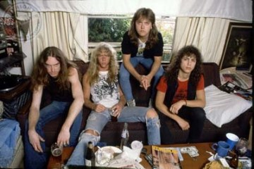 Metallica 1986 sitting on couch