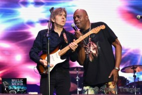 ERIC JOHNSON & HENRI BROWN EXPERIENCE HENDRIX 2019 06
