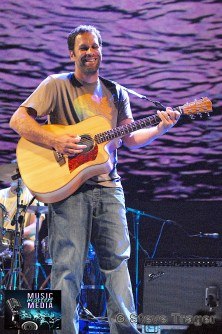 JACK JOHNSON 2010 PHOTO STEVE TRAGER 13