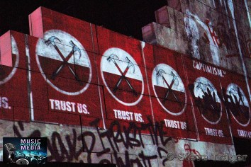 ROGER WATERS IN PHILADELPHIA THE WALL TOUR 2010 PHOTO STEVE TRAGER 07