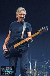 ROGER WATERS IN PHILADELPHIA THE WALL TOUR 2010 PHOTO STEVE TRAGER 15
