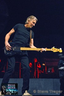 ROGER WATERS IN PHILADELPHIA THE WALL TOUR 2010 PHOTO STEVE TRAGER 28