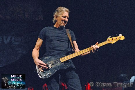 ROGER WATERS IN PHILADELPHIA THE WALL TOUR 2010 PHOTO STEVE TRAGER 29
