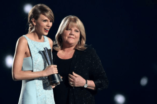 Taylor Swift and Mom Andrea