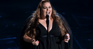 "Chrissy Metz Singing ""I'm Standing With You"" Live at 2020 Oscars"