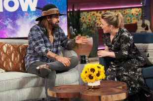 """Billy Ray Cyrus and Kelly Clarkson on """"The Kelly Clarkson Show"""" Photo Courtesy: """"The Kelly Clarkson Show"""""""
