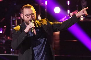 """THE VOICE -- """"Knockout Rounds"""" Episode 1809 -- Pictured: Todd Tilghman -- (Photo by: Tyler Golden/NBC)"""