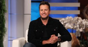 Luke Bryan; Photo by Michael Rozman/Warner Bros.