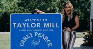 Carly Pearce; Photo by Alexa Campbell