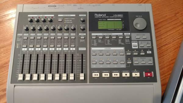 Roland VS-880 Digital 8-Track w/ Roland Case
