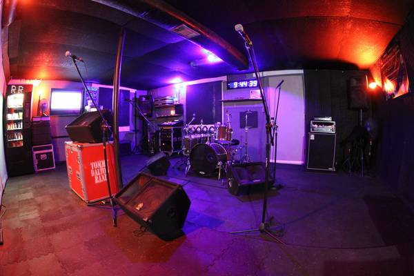 MUSICIANS .. Nashville's Most Affordable Rehearsal Space. ALL PRO GEAR