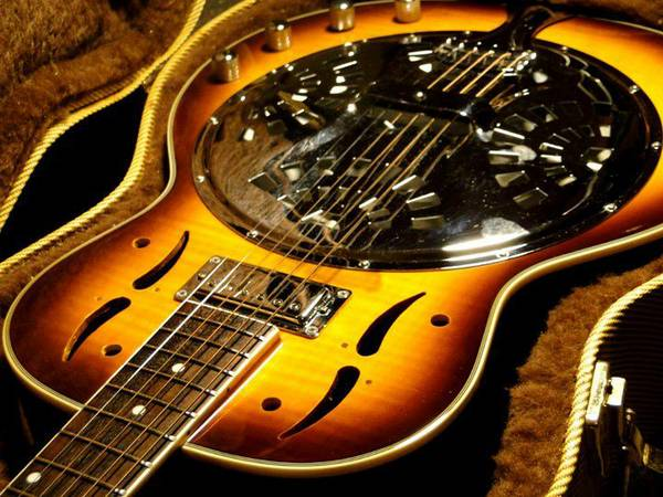 Pro Luthier Can Fix, Restore, Setup or Rebuild Your Guitar Or Bass!