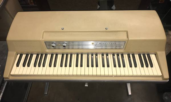 Beautiful Wurlitzer 206A Console Electric Piano w/Vibrato