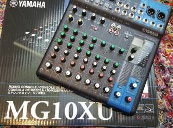 Like new Yamaha MG10XU pro audio mixer