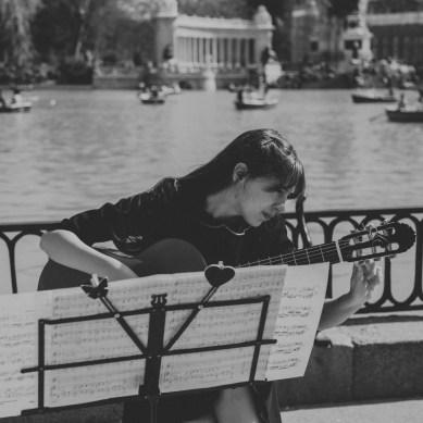 Laura Trillo. Guitarra, ukelele y directora de MusicosMadrid.com.