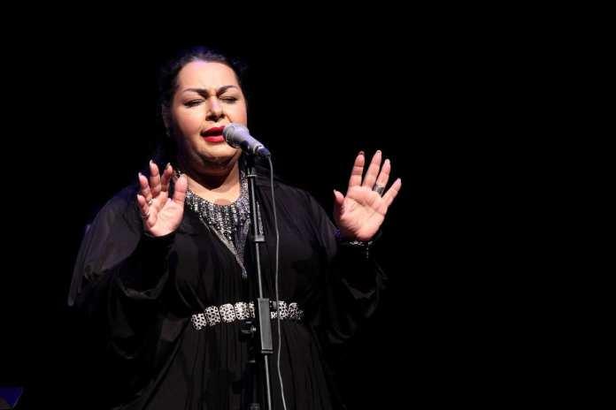 cantora-no-palco