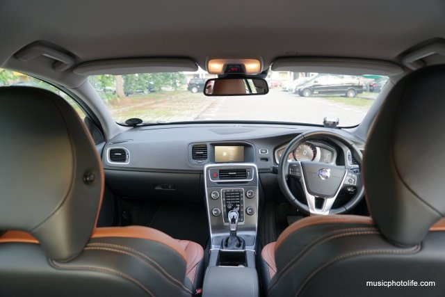 Volvo S60 T5 dashboard view
