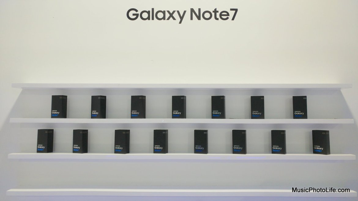 Samsung Galaxy Note7 sales display shelf