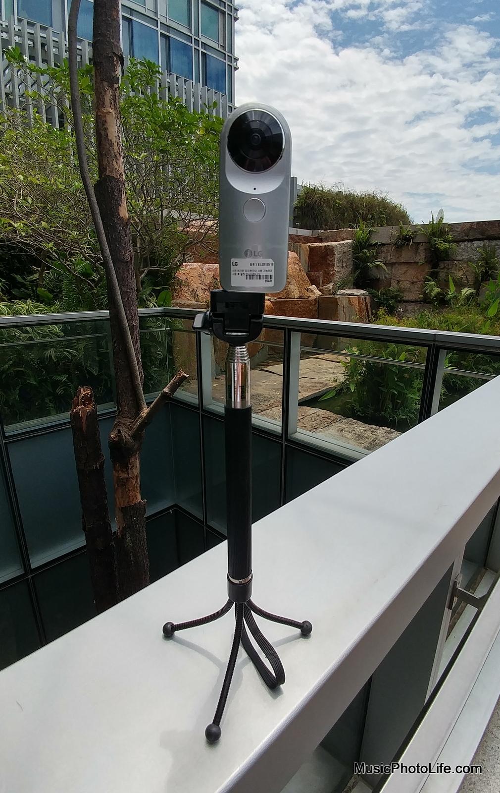 LG 360 CAM on monopod