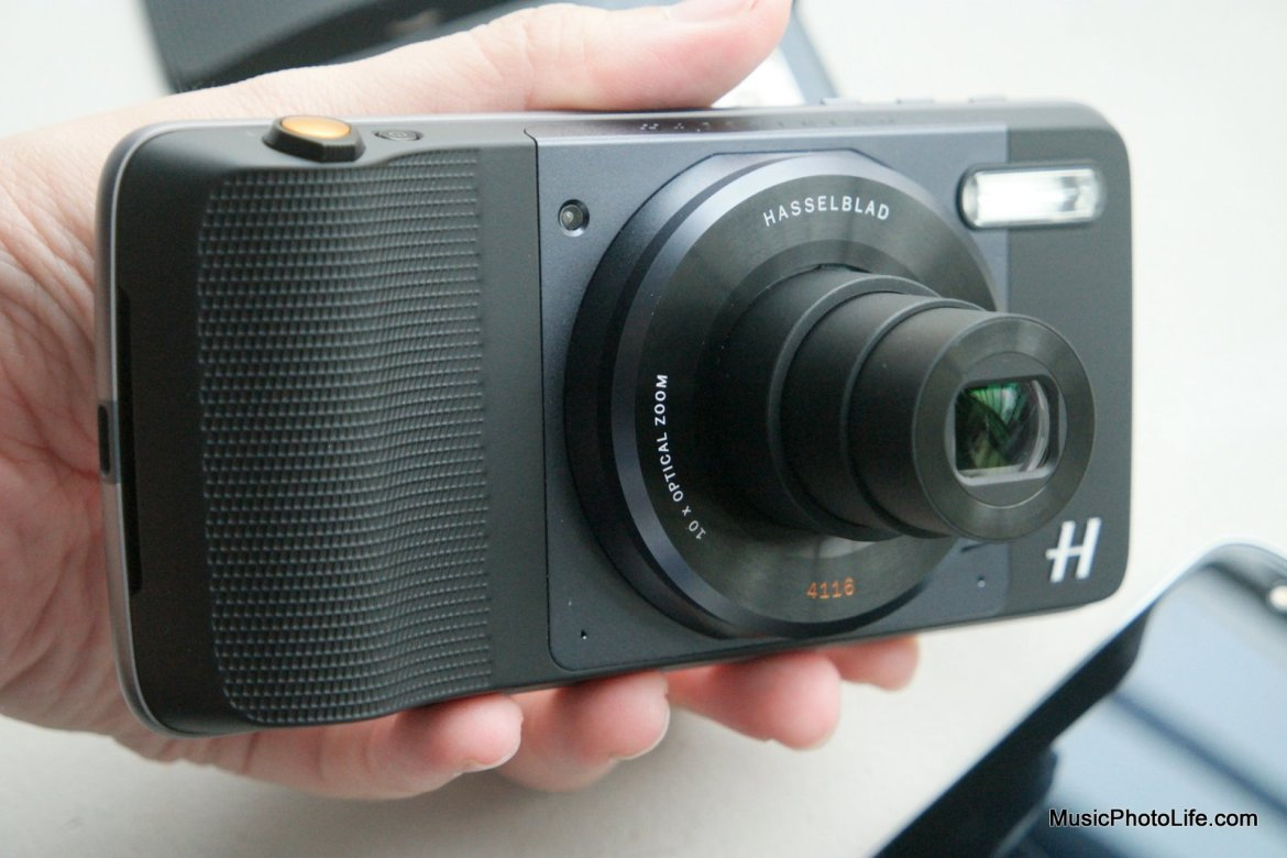 Moto Mod Hasselblad True Zoom Camera review by musicphotolife.com