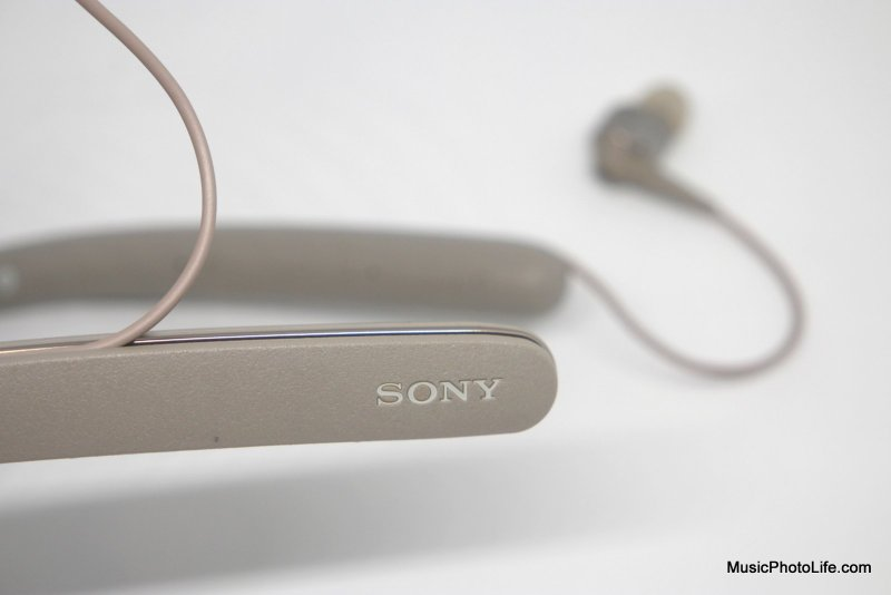 Sony WI-1000X in detail