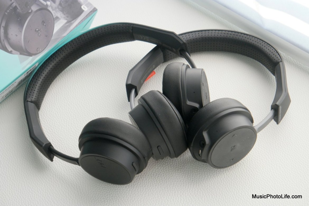 Plantronics BackBeat FIT 505 vs. BackBeat 505