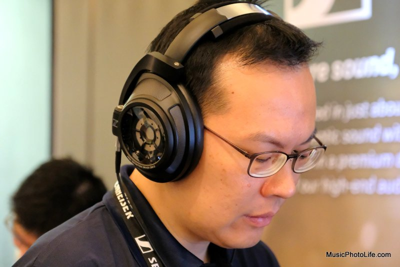 Chester Tan testing Sennheiser HD820 closed back headphones at CanJam Singapore 2018