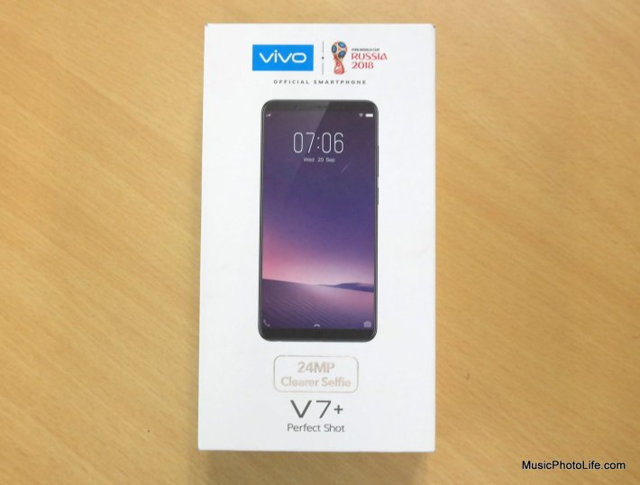 Vivo V7+ retail box