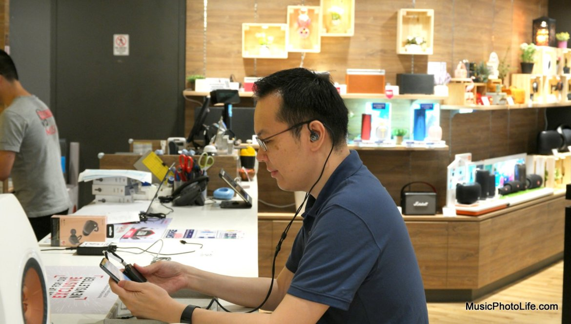 Chester Tan of musicphotolife.com reviewing the Shure KSE1200 Electrostatic Drivers Earphones