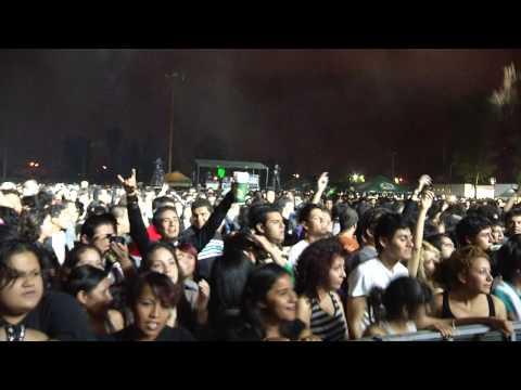 De Nalgas – Promesas y perdones / Estática (en vivo León, Guanajuato 28 de septiembre 2012)